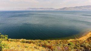 Thành cổ dưới hồ Phủ Tiên